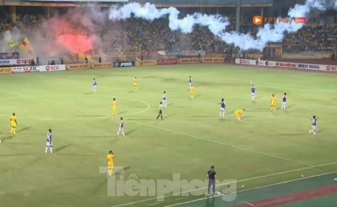 Lãnh đạo đội bóng Nam Định xin lỗi nạn nhân, CĐV cả nước về sự cố pháo sáng - ảnh 2