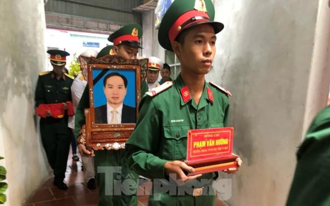Quê mẹ Thái Bình đón Liệt sỹ, nhà báo Phạm Văn Hướng hi sinh ở Rào Trăng - ảnh 2