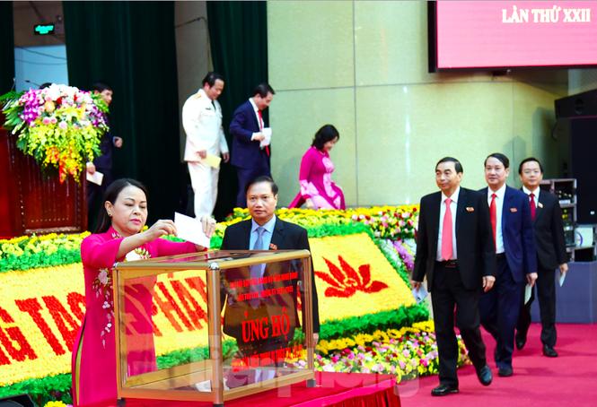 Đại hội đảng bộ TP Đà Nẵng, đại biểu quyên góp được hơn 140 triệu ủng hộ dân vùng bão lụt - ảnh 6