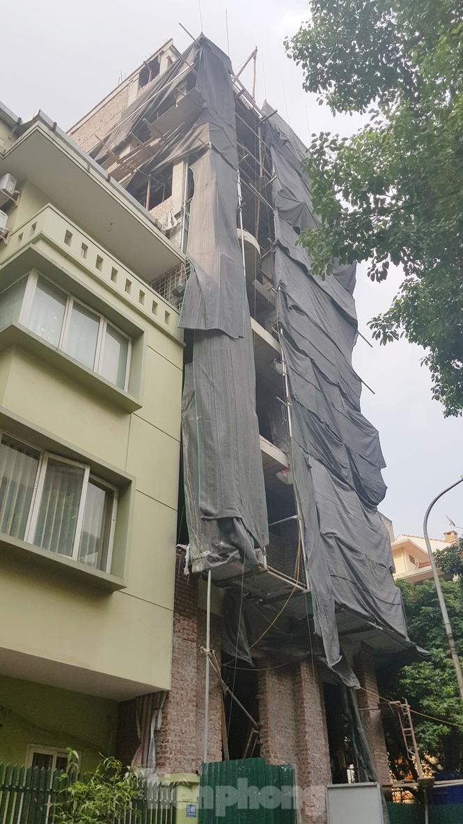 Khu phố kiểu mẫu nháo nhác vì loạt công trình cấp phép lạ - ảnh 3