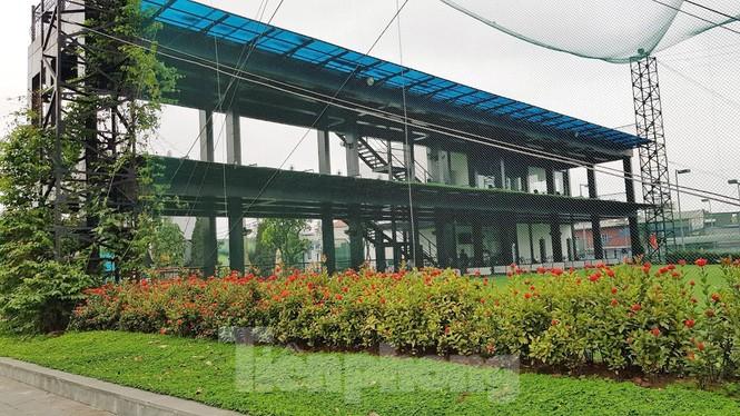 Đình chỉ sân tập golf vô tư hoạt động giữa mùa dịch ở Hà Nội - ảnh 2