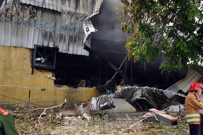 Tan hoang khu xưởng 1000m2 bị cháy cạnh Aeon Long Biên - ảnh 16