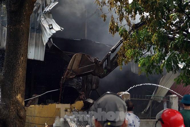 Tan hoang khu xưởng 1000m2 bị cháy cạnh Aeon Long Biên - ảnh 15