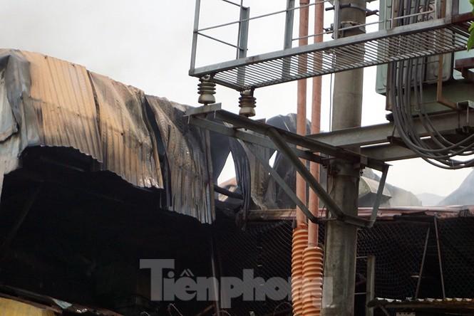 Tan hoang khu xưởng 1000m2 bị cháy cạnh Aeon Long Biên - ảnh 14