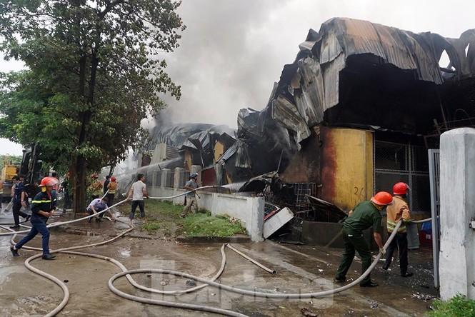 Tan hoang khu xưởng 1000m2 bị cháy cạnh Aeon Long Biên - ảnh 13