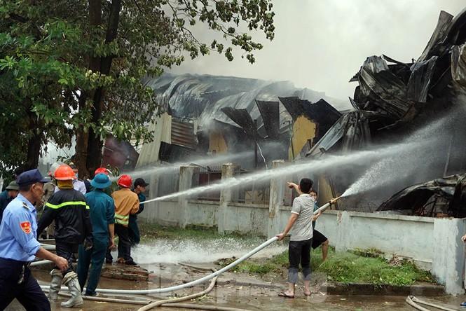 Tan hoang khu xưởng 1000m2 bị cháy cạnh Aeon Long Biên - ảnh 12