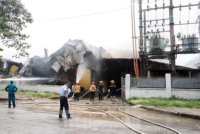 Tan hoang khu xưởng 1000m2 bị cháy cạnh Aeon Long Biên - ảnh 10