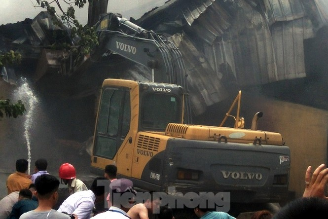 Tan hoang khu xưởng 1000m2 bị cháy cạnh Aeon Long Biên - ảnh 8