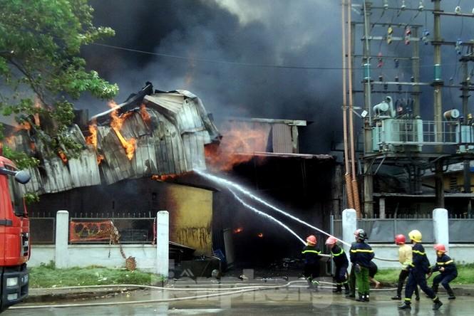 Tan hoang khu xưởng 1000m2 bị cháy cạnh Aeon Long Biên - ảnh 7