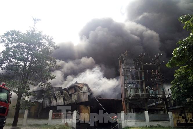 Tan hoang khu xưởng 1000m2 bị cháy cạnh Aeon Long Biên - ảnh 2