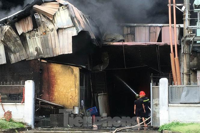 Tan hoang khu xưởng 1000m2 bị cháy cạnh Aeon Long Biên - ảnh 6