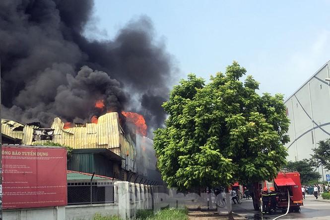 Tan hoang khu xưởng 1000m2 bị cháy cạnh Aeon Long Biên - ảnh 5