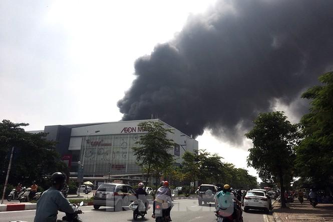 Tan hoang khu xưởng 1000m2 bị cháy cạnh Aeon Long Biên - ảnh 1