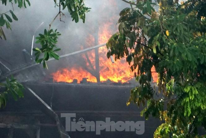 Tan hoang khu xưởng 1000m2 bị cháy cạnh Aeon Long Biên - ảnh 4
