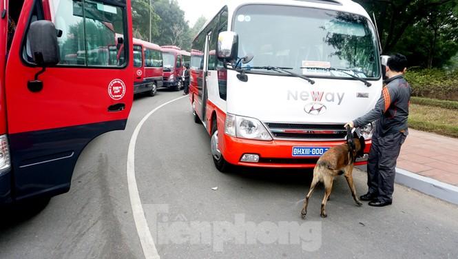 Cảnh khuyển tham gia rà soát xe phục vụ Đại hội - ảnh 2