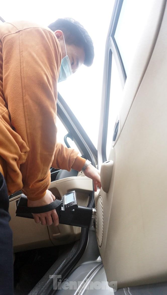 Cảnh khuyển tham gia rà soát xe phục vụ Đại hội - ảnh 11