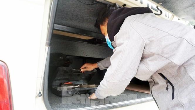 Cảnh khuyển tham gia rà soát xe phục vụ Đại hội - ảnh 9