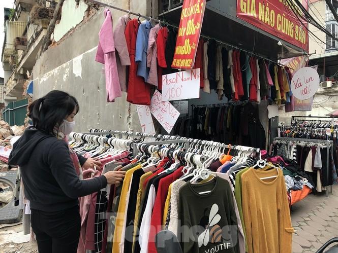 Quần áo ấm giá rẻ tràn vỉa hè, hút người mua ngày giá rét - ảnh 8