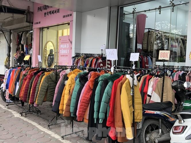 Quần áo ấm giá rẻ tràn vỉa hè, hút người mua ngày giá rét - ảnh 6