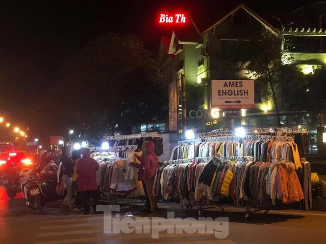 Quần áo ấm giá rẻ tràn vỉa hè, hút người mua ngày giá rét - ảnh 5