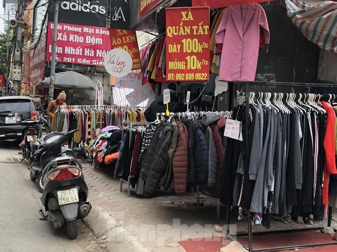 Quần áo ấm giá rẻ tràn vỉa hè, hút người mua ngày giá rét - ảnh 7