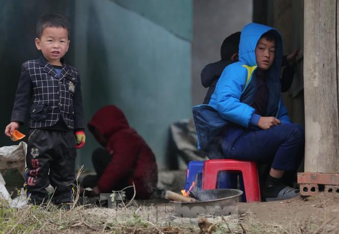 Nghệ An: Hàng chục trường thông báo học sinh nghỉ học tránh rét - ảnh 1