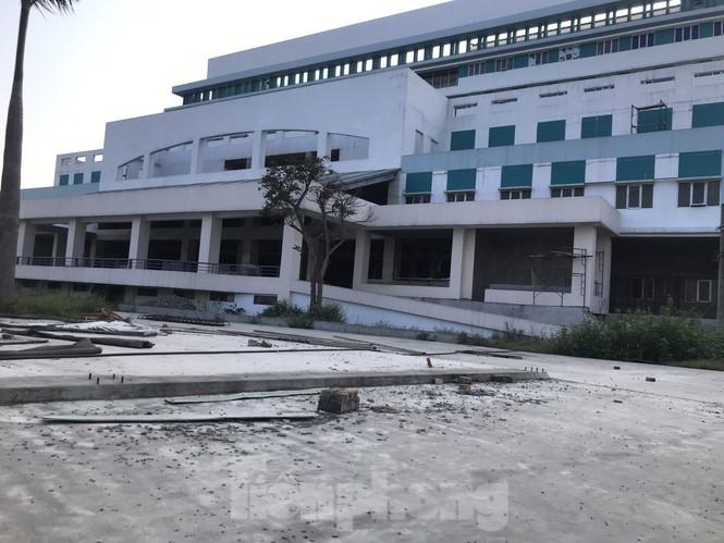 Cận cảnh dự án bệnh viện nghìn tỷ chậm tiến độ ở Nghệ An - ảnh 3