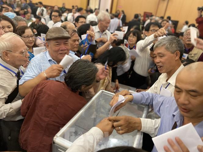 'Hỗn loạn' bỏ phiếu Hội Nhà văn, ông Hữu Thỉnh hai lần xin rút Ban chấp hành - ảnh 2