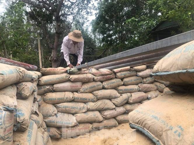 Từ 20 giờ tối nay, Đà Nẵng yêu cầu người dân không ra khỏi nhà để tránh bão số 9 - ảnh 35