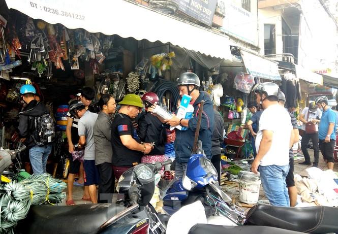 Từ 20 giờ tối nay, Đà Nẵng yêu cầu người dân không ra khỏi nhà để tránh bão số 9 - ảnh 38