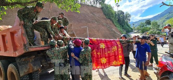 Người mẹ ôm con thoát nạn vụ sạt lở ở Quảng Nam - ảnh 5