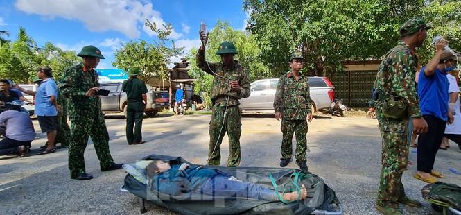 Người mẹ ôm con thoát nạn vụ sạt lở ở Quảng Nam - ảnh 9