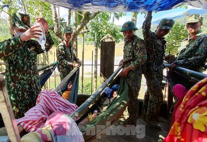 Người mẹ ôm con thoát nạn vụ sạt lở ở Quảng Nam - ảnh 7