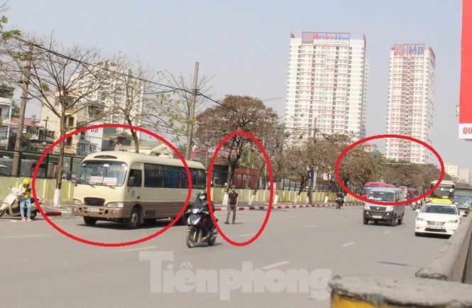 Tận thấy bến cóc, xe dù náo loạn đường phố Hà Nội - ảnh 10