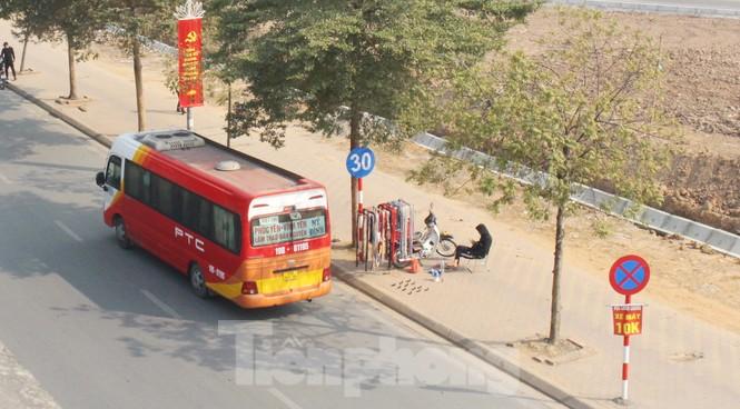 Tận thấy bến cóc, xe dù náo loạn đường phố Hà Nội - ảnh 12