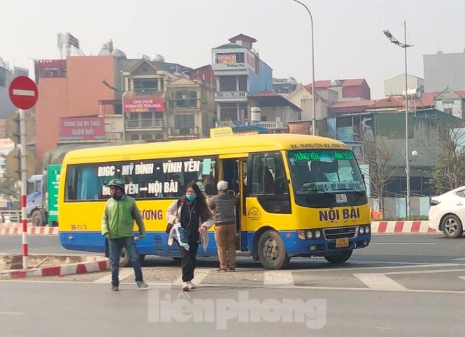Tận thấy bến cóc, xe dù náo loạn đường phố Hà Nội - ảnh 13