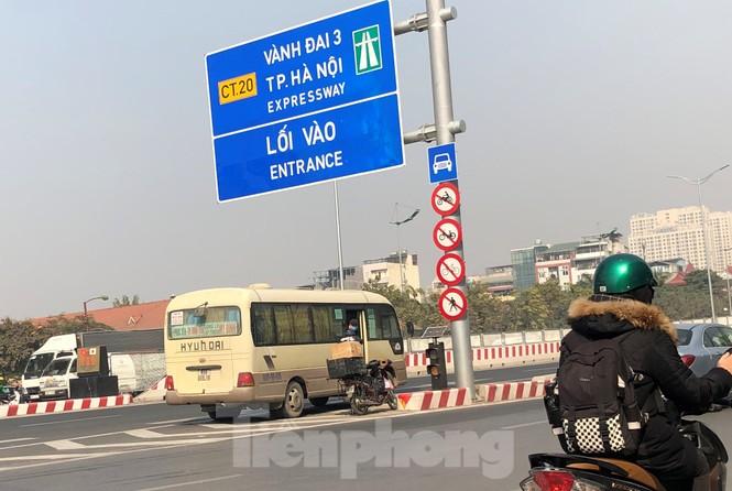 Tận thấy bến cóc, xe dù náo loạn đường phố Hà Nội - ảnh 14
