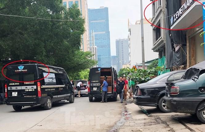 Tận thấy bến cóc, xe dù náo loạn đường phố Hà Nội - ảnh 2