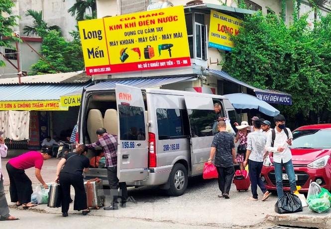 Tận thấy bến cóc, xe dù náo loạn đường phố Hà Nội - ảnh 5