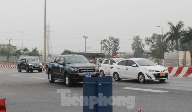 Cầu Thăng Long lập chốt kiểm soát xe quá tải thế nào? - ảnh 11