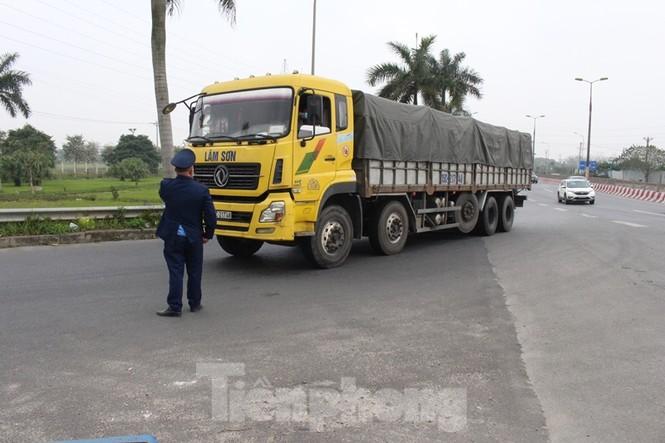 Cầu Thăng Long lập chốt kiểm soát xe quá tải thế nào? - ảnh 4