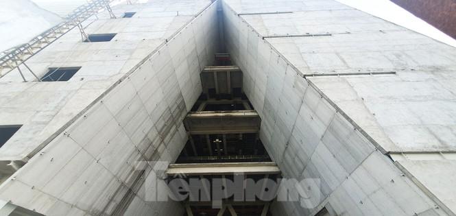 Cận cảnh tòa nhà triển lãm 800 tỷ xây dựng dang dở ở Thủ Thiêm - ảnh 12