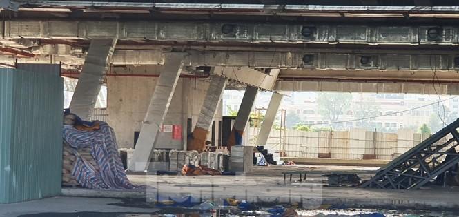 Cận cảnh tòa nhà triển lãm 800 tỷ xây dựng dang dở ở Thủ Thiêm - ảnh 7