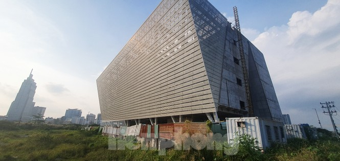 Cận cảnh tòa nhà triển lãm 800 tỷ xây dựng dang dở ở Thủ Thiêm - ảnh 3