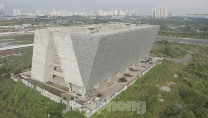 Cận cảnh tòa nhà triển lãm 800 tỷ xây dựng dang dở ở Thủ Thiêm - ảnh 14