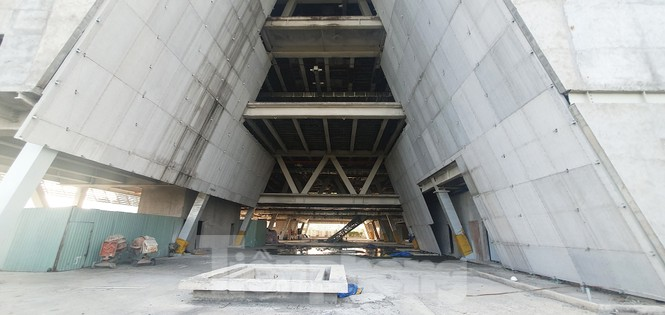 Cận cảnh tòa nhà triển lãm 800 tỷ xây dựng dang dở ở Thủ Thiêm - ảnh 13