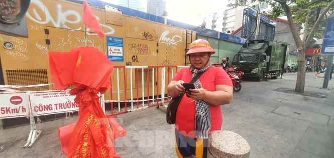 Người Sài Gòn đổ xô ra đường cổ vũ đội bóng đá U22 Việt Nam - ảnh 7