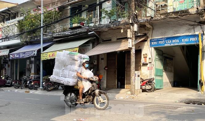 Xe máy 'hết đát' đại náo đường phố Sài Gòn - ảnh 3