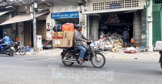Xe máy 'hết đát' đại náo đường phố Sài Gòn - ảnh 2