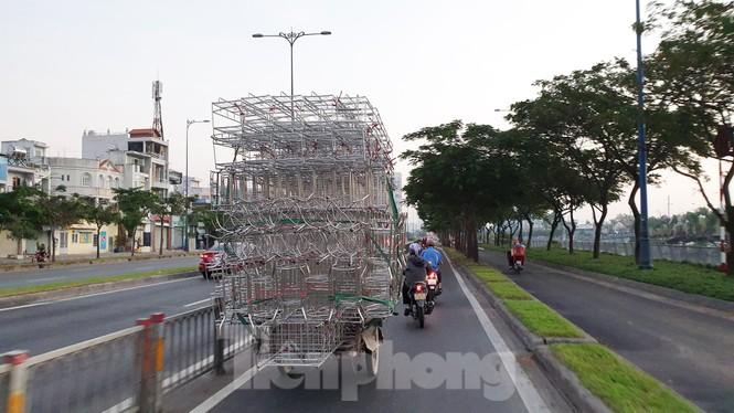 Xe máy 'hết đát' đại náo đường phố Sài Gòn - ảnh 5